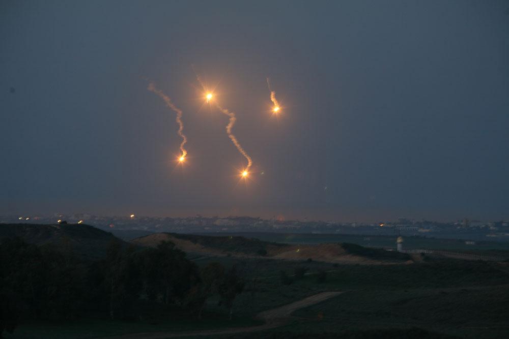 巴以冲突背景_2012-12-02 关键词:中东地区,加沙城市,加沙地带,巴以冲突,信号弹