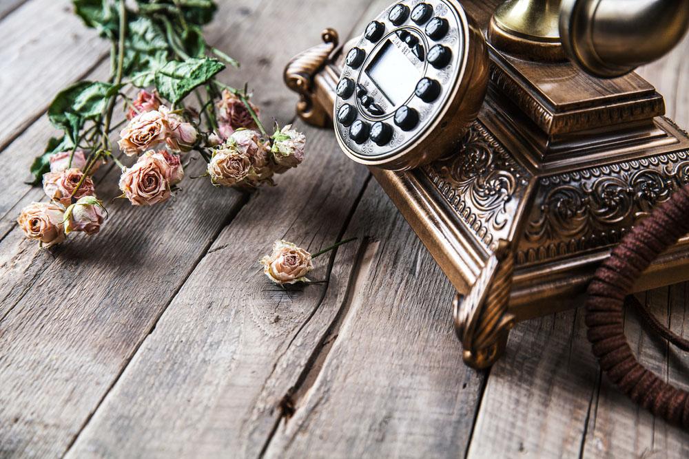 底纹背景 鲜花与老式电话图片下载,鲜花,老式电话,老式家电,木板背景图片