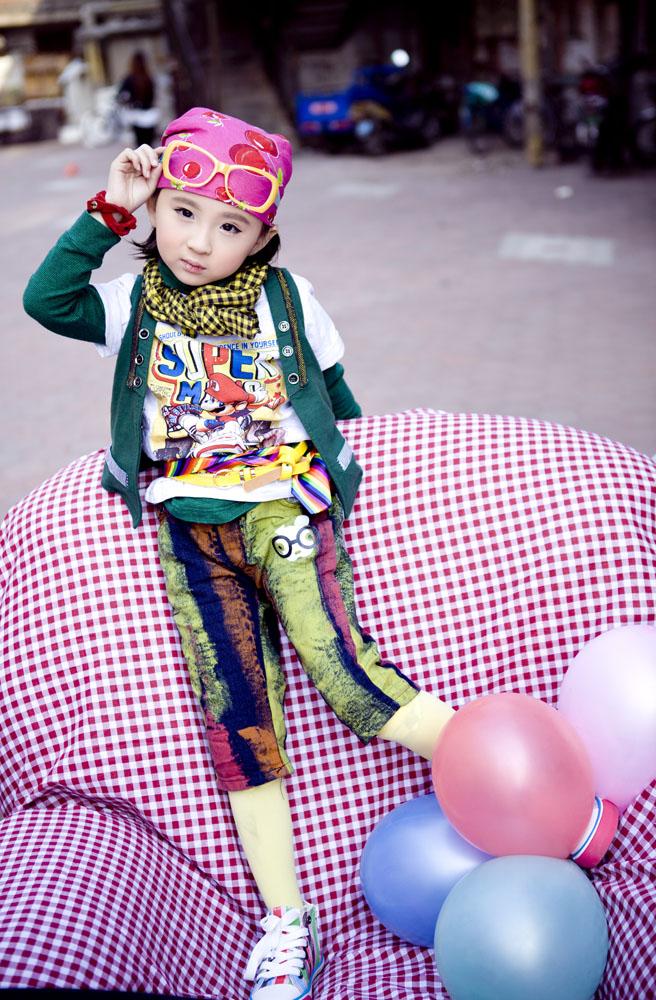 关键词:英伦风格女孩艺术照图片下载,英伦风,气球,baby,小宝贝,宝宝
